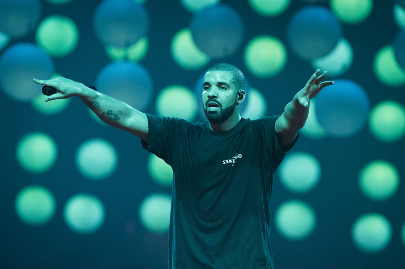 Drake-Performs-At-lAccorHotels-Arena.jpg