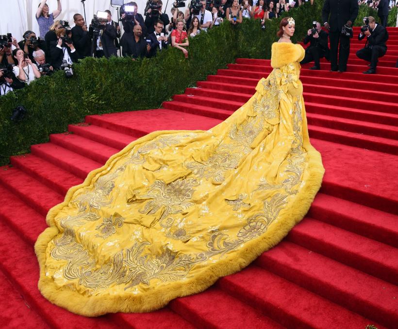 Rihanna-arrives-at-the-2015-Metropolitan-Museum-of-Arts-Costume-Institute-Gala.jpg
