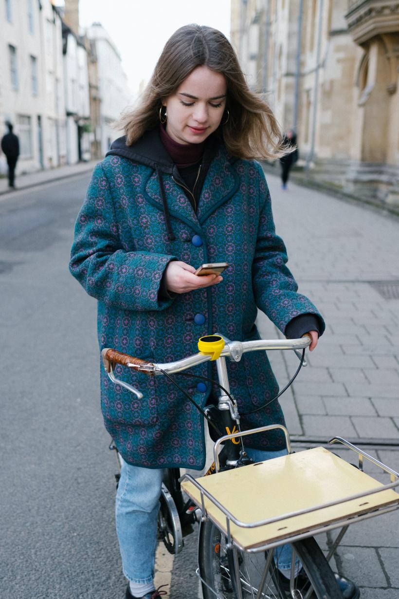 Mit dem Handy auf dem Fahrrad? Das wird teuer!