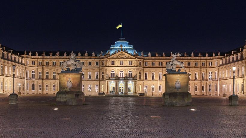 Das neue Schloss in Stuttgart ist ein prächtiges Barockschloss und einstige Königsresidenz, das heute von der Landesregierung genutzt wird