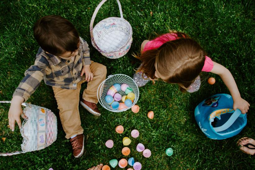 An Ostern suchen wir Eier und essen Schokolade. Aber, warum?