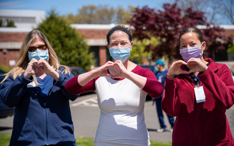 Krankenschwestern formen Herz