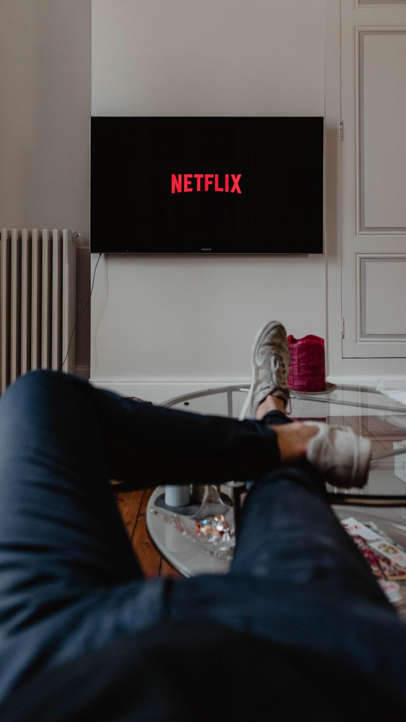 Netflix und Chill: Gemütlich von der Couch aus die besten Weihnachtsfilme schauen